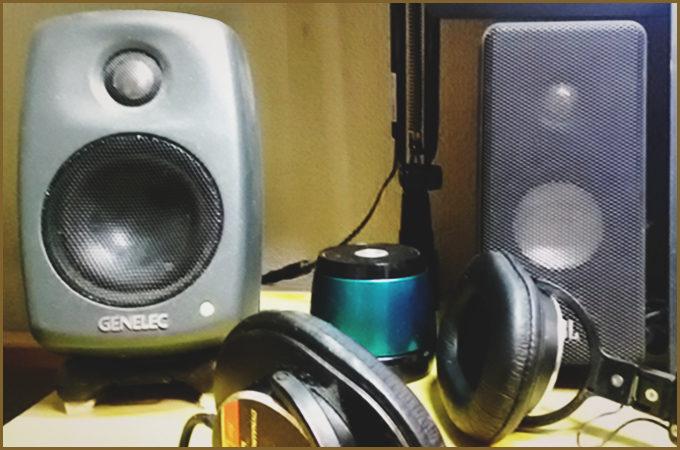 DTMで自分が使っているヘッドフォンとスピーカーの写真